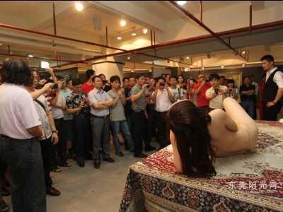 杨林川油画 市民认为裸体画不是难以启齿的话题